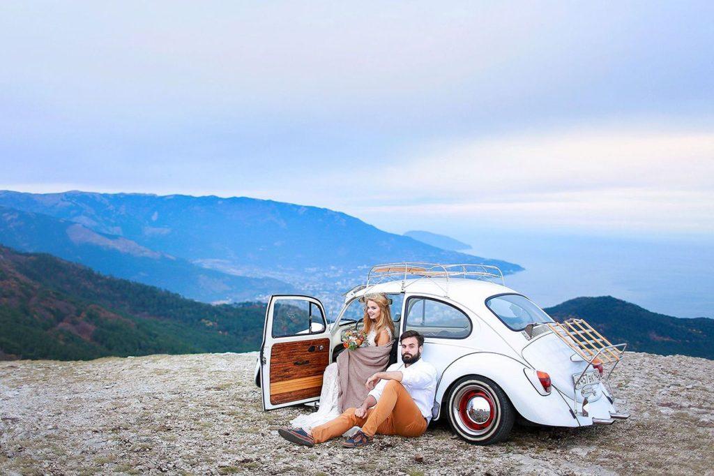 Свадьба на двоих на склоне горы в Крыму