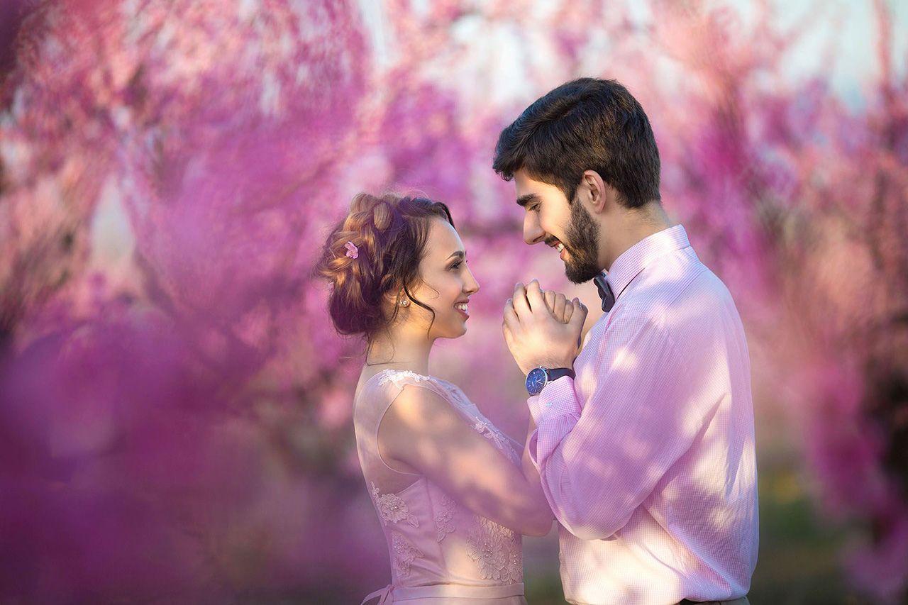 Свадьба для двоих на розовом фоне