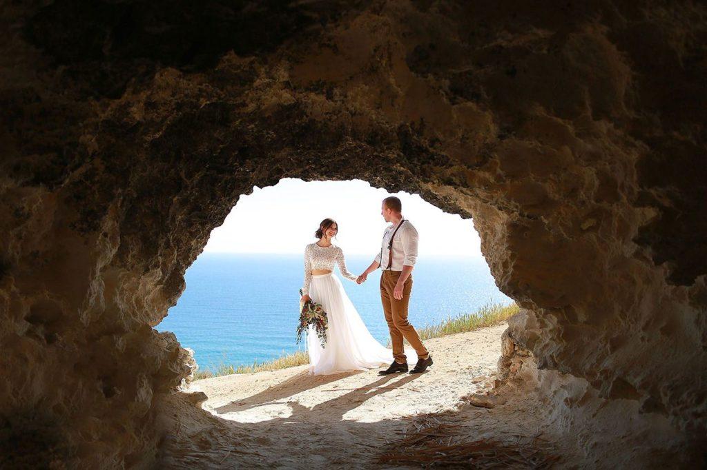 Свадьба для двоих у пещеры в Крыму