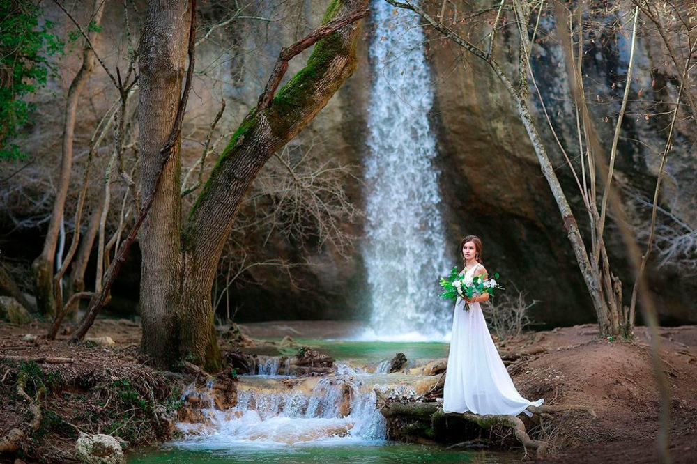 Свадьба для двоих в Крыму у водопада